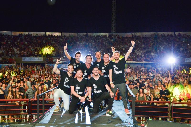 CARLOS VIVES PRESENTÓ A LOS HIJOS DEL VALLENATO EN EL FESTIVAL DE LA LEYENDA VALLENATA