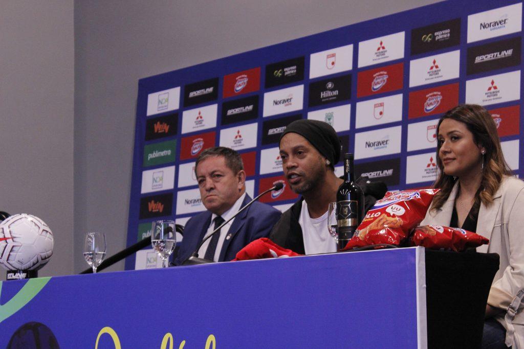 Ronaldinho ya está en Colombia para traernos su 'jogo bonito'