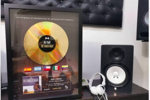 Ditto Music entrega Disco de	Oro	a Big Yamo