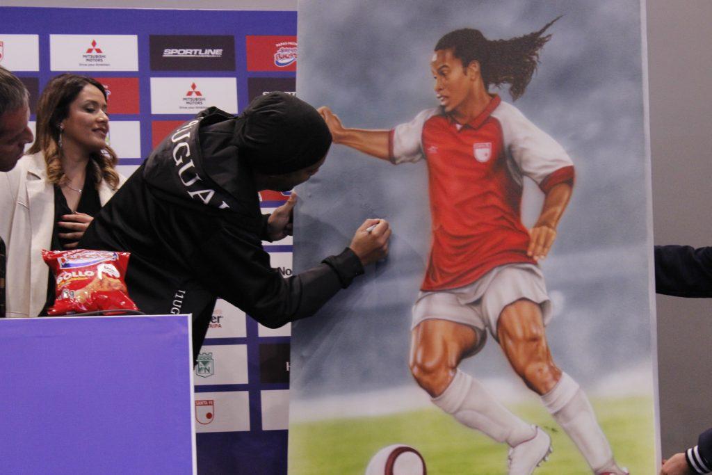 Con un doblete para Cali y América, Ronaldinho regaló una noche mágica en el Pascual