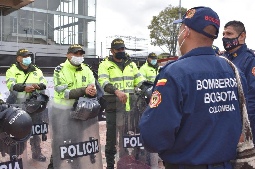 Con 'plantón', más de 2.000 bomberos de Colombia protestan por mejores condiciones laborales
